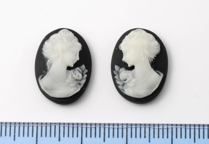WOMAN FACE 13x18MM OVAL BLACK ARTIFICIAL CAMEO