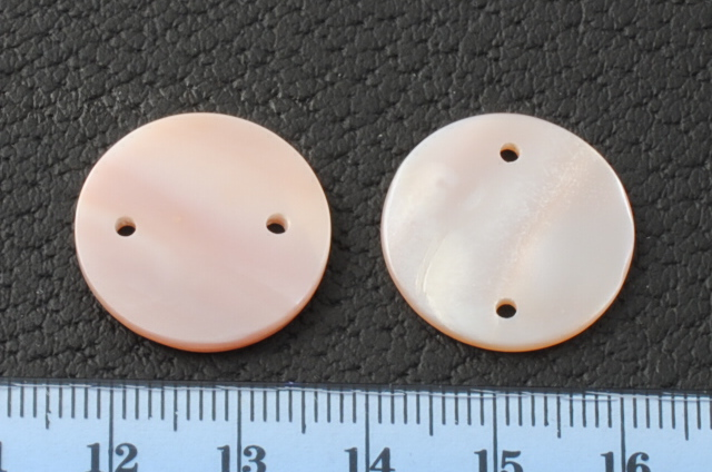 PINK MOTHER OF PEARL ROUND FLAT 20MM 2 HOLES