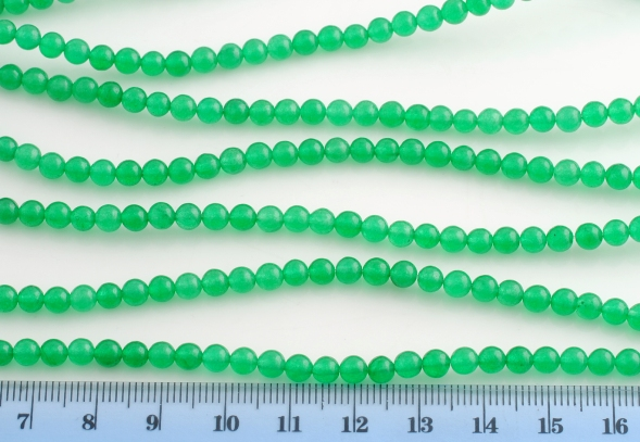 GREEN JADE SMOOTH BEAD 4MM